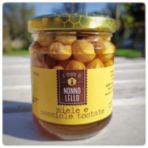 Miele e nocciole tostate